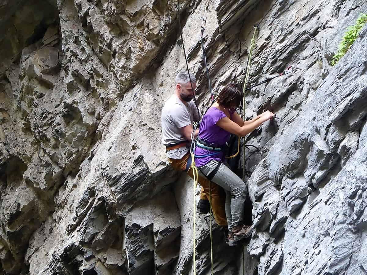 Klettersteig Schweiz : Gruppe von bergsteigern am klettersteig in der schweiz